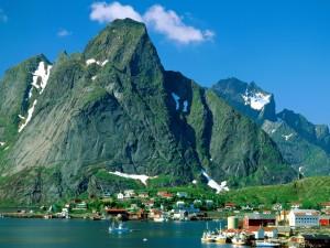 Northern-Europe-Reine-Lofoten-Islands-Norway-1-1600x1200